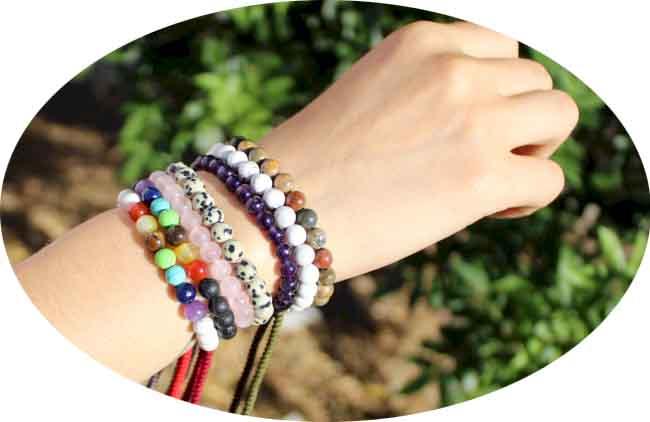 Bracelets_en_Pierres_Semi-Precieuses_avec_Cordon.jpg