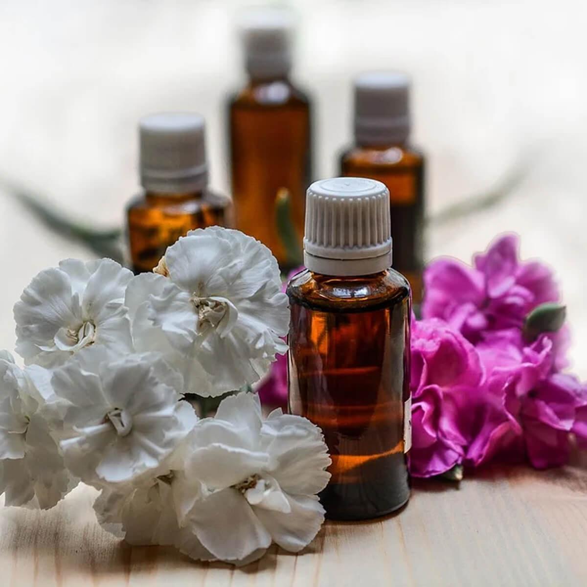 Eau_florale_ou_hydrolat_sur_AM-Cosmetiques.jpg