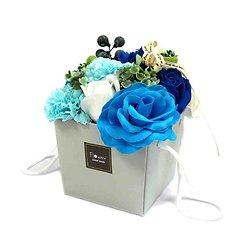 Bouquet fleurs savon Mariage Bleu avec roses et oeillets cadeau