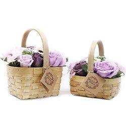 Bouquet fleurs de savon Lilas avec des roses dans panier en osier