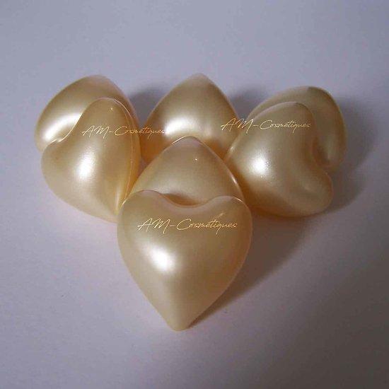 Perle de bain Coeur parfumée Vanille en banc nacré bain détendu