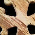 Croix occitane en hêtre échauffé