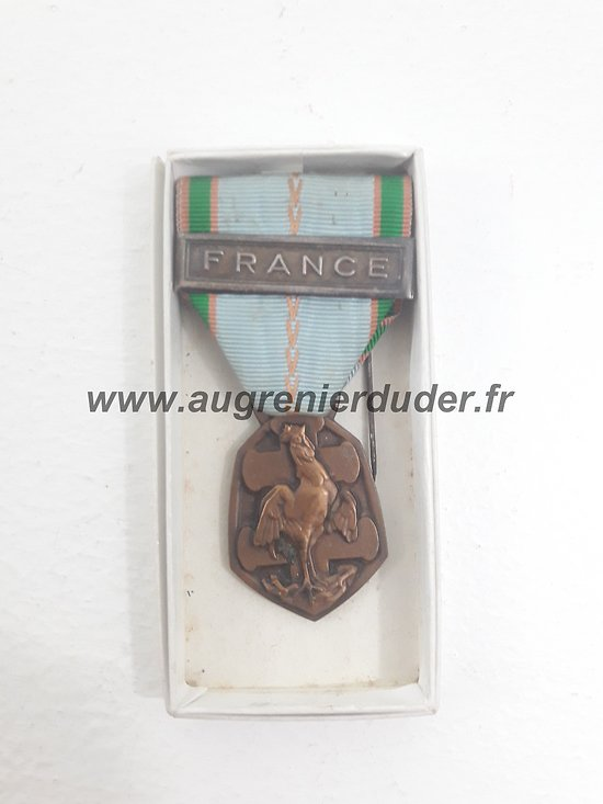 medaille commémorative agrafe France ww2
