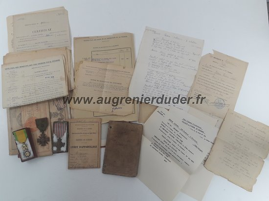 Ensemble documents et médailles 100ème RI France ww1