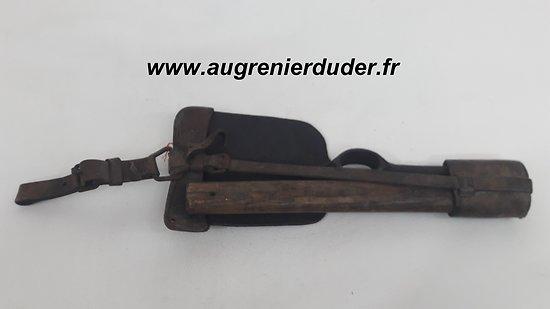 Pic pioche Seurre cavalerie France 1909 / French cavalry pickaxe