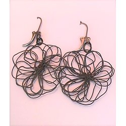 Dormeuses fleur en fil noir