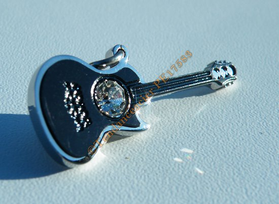 Pendentif Guitare Musique Pur Acier Inoxydable Plaqué Noir Carbone 1 Grand Zirconium Strass Diamant