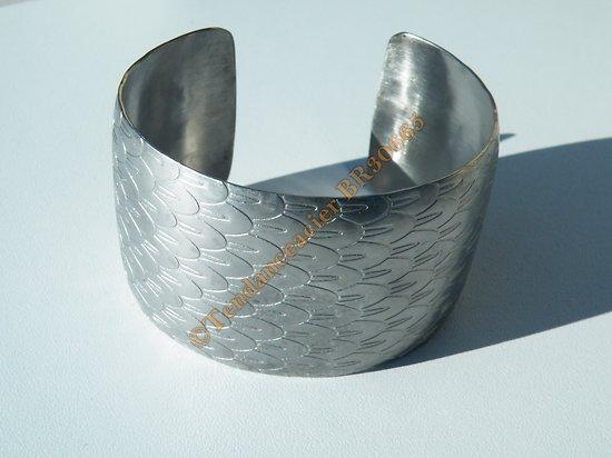 Bracelet Bombé Ouvert Bangle Acier Inoxydable Argenté Motif Aile Plume Ange 40 mm Ajustable