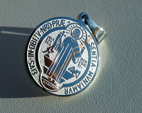 Chaîne Pendentif Médaille Ronde Collier Saint Benoît Protection Acier Argenté