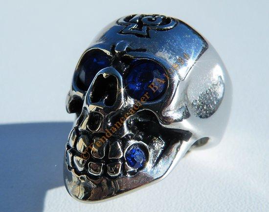 Bague Chevaliere Tete de Mort Skull Acier Inoxydable Argenté Yeux Strass Bleu 13 Pique Satan