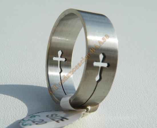 Bague 100 % Acier Inoxydable Découpé Argenté Logo Stylisé Croix Chrétien Religion Discount