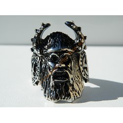 Bague Chevaliere Argentée Pur Acier Inoxydable Chirurgical Tete Gnome Nain Viking Fantasy Game of thrones