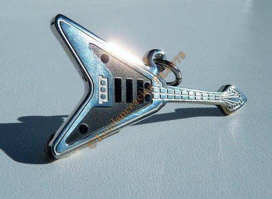 Pendentif Pur Acier Inoxydable Guitare Rock Noire et Argentée
