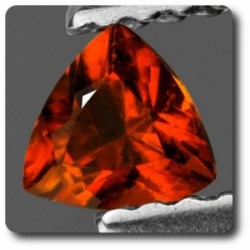 0.29 cts CLINOHUMITE ORANGE. IF + CERTIFICAT Pamir, Russie