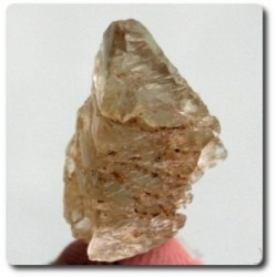 12.75 cts  PETALITE COULEUR CHANGEANTE Birmanie