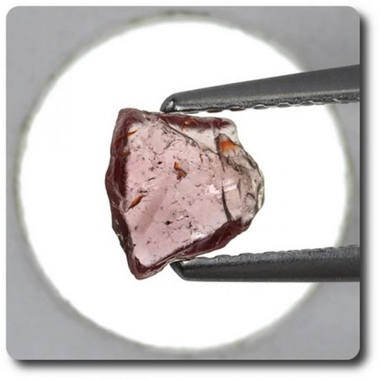 0.85 carats CRISTAL DE SAPHIR Madagascar