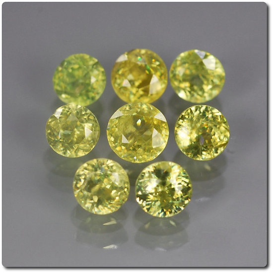 1.18 cts LOT DE 8 SPHENE MULTICOLORE. SI1-I1 Madagascar