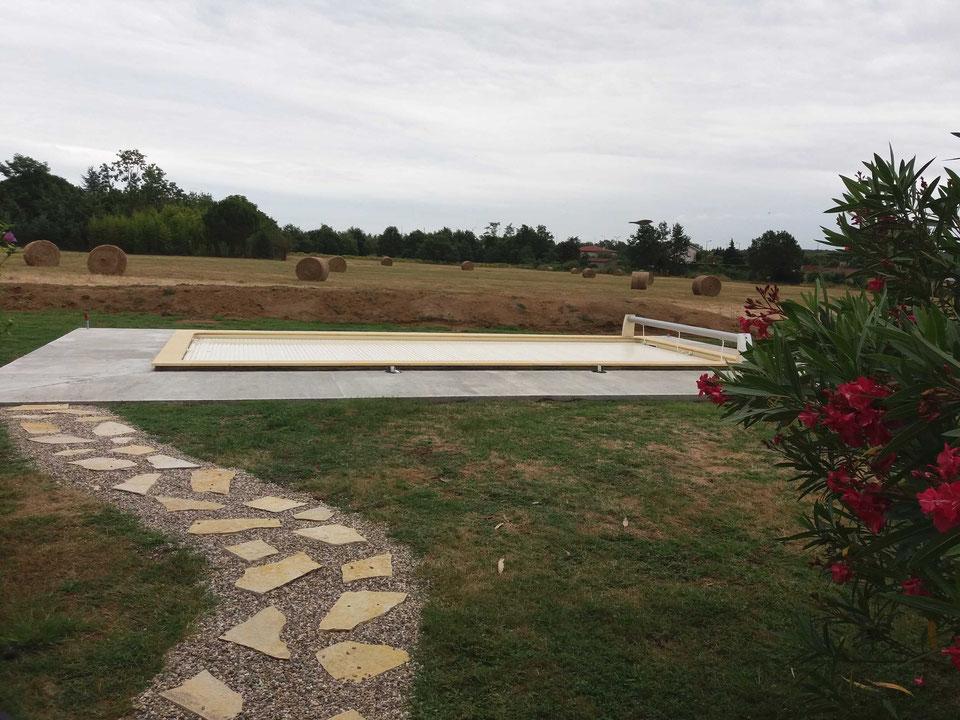 gilbert-piscines-installation-piscine-enterree-coque-polyester-volet-roulant-hors-sol-montauban-82000-82.jpg