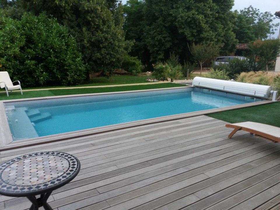piscine-enterree-coque-avec-volet-motorise-hors-sol-lafrancaise-82130.jpg