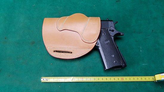 Holster / étui cuir pour pistolet type colt 45 / beretta 92