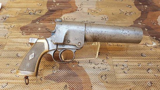 Rare gros pistolet lance fusée N° 1 MK1