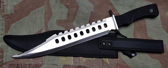 Gros poignard type Rambo