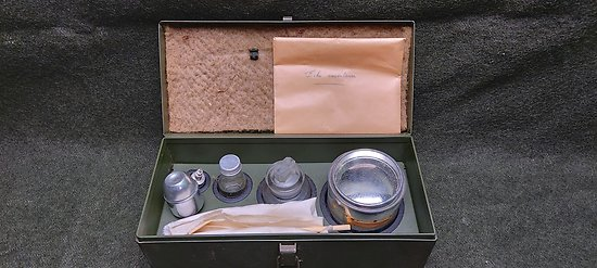 Boite métal d entretient pour matériel d optique APX