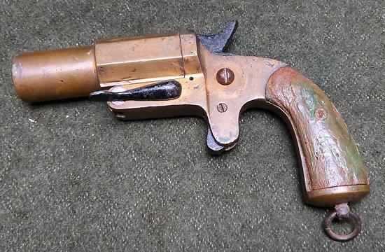 Pistolet lance fusée français 1917