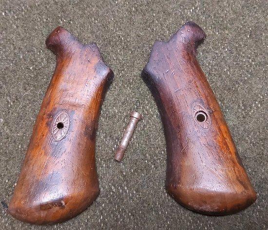 Plaquettes revolver a broches