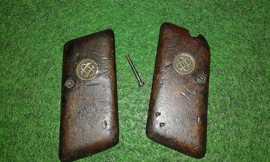 plaquettes / grips  pistolet ORGIE modele 1920 ( avec securité tres rare )