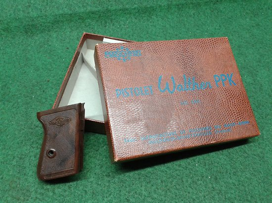 boite + plaquettes / grips MANURHIN / walther PPK