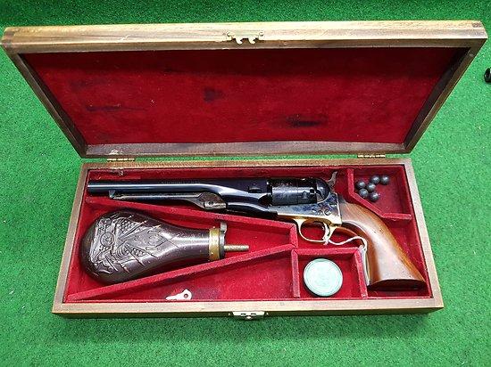 Revolver PIETTA colt 1860 army cal 44 PN en coffret cat D2