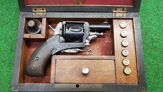 Revolver bulldog 320 en coffret CAT D2