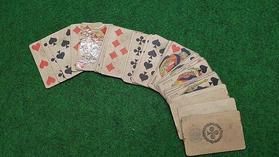 """ww1 jeux de carte  de poilu avec tampon """" manque le roi de cœur """""""