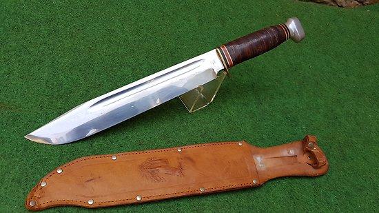 Énorme couteau bowie