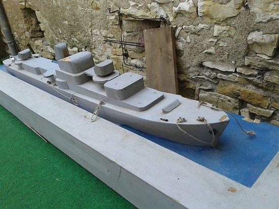 """Maquette en bois """"préparation militaire de marine """""""