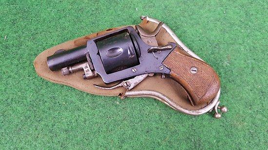 Revolver bulldog 320 avec son étui porte monnaie