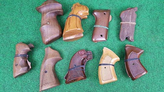 lot de plaquettes pistolet et revolver