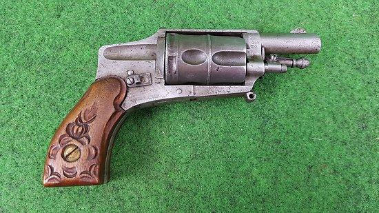Revolver velodog hammerless 6mm avec sûreté latérale