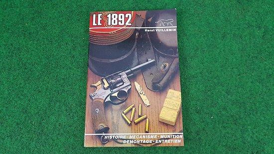 """Livre """" le revolver 1892"""""""