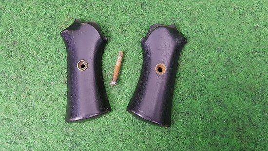 Plaquettes revolver a broche