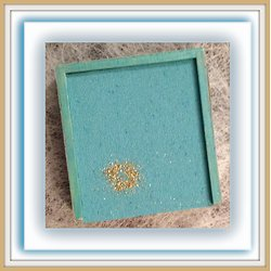 MEDAILLON OR SUR FOND TURQUOISE