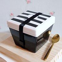 | JAQ | - Petite lunch box carrée // Noir & blanc