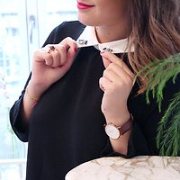 | AERIS |- Robe droite col bijoux // Noir