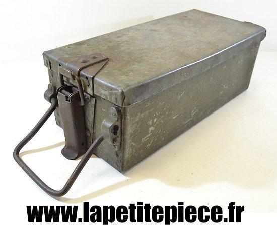 Caisse de transport voiturette hippomobile mitrailleuse Hotchkiss Armée Française