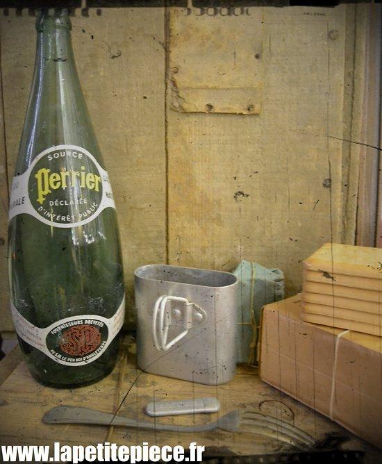 Grande bouteille de Perrier années 1930. France WW2