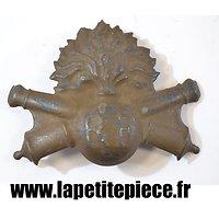 Atribut de casque Adrian modèle 1915 Artillerie, repeint brun chocolat
