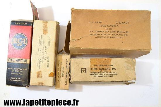 Lot cartons matériel radio US Deuxième Guerre Mondiale