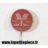 Broche souvenir de la libération du Camp JASENOVAC 1941-1945 (Croatie)