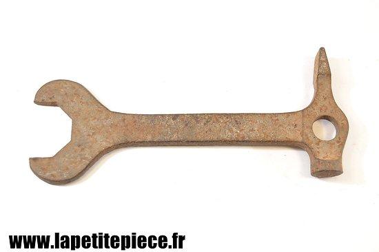 Outil multi-fonction MG 08 clé marteau